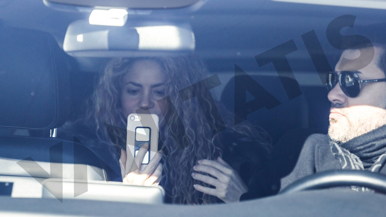 Shakira grabando a los periodistas. (Vanitatis)
