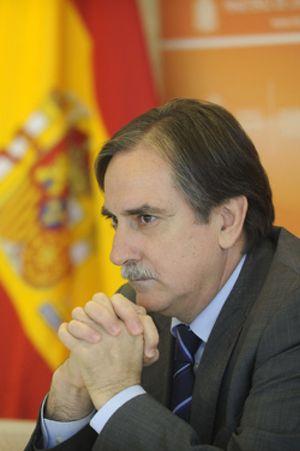 Gómez recuerda a Rosell que los funcionarios ya han reducido sus sueldos