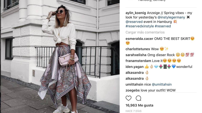 La instagrammer @aylin_koenig lleva sus zapatillas con falda. (Imagen: Instagram)