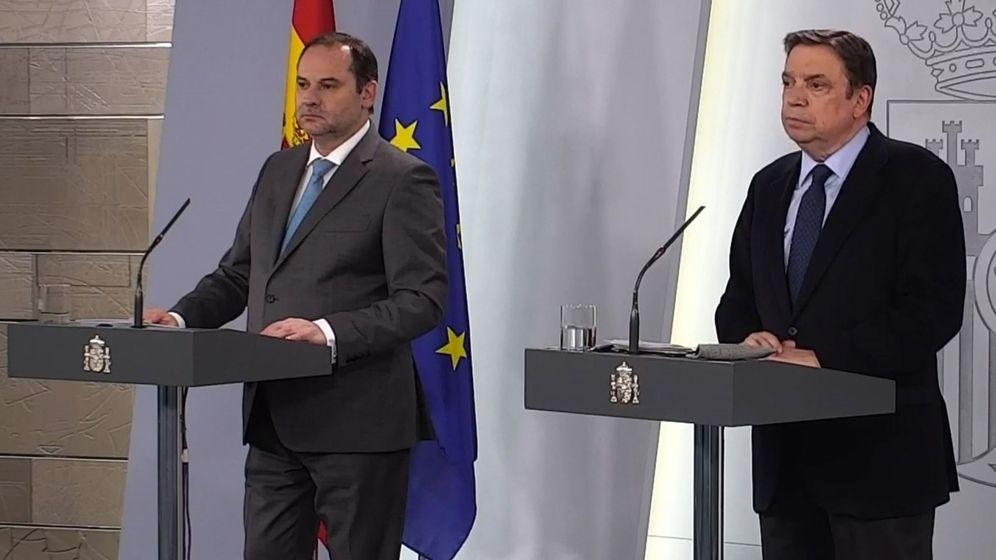 Foto: José Luis Ábalos y Luis Planas, este miércoles, en rueda de prensa. (EFE)