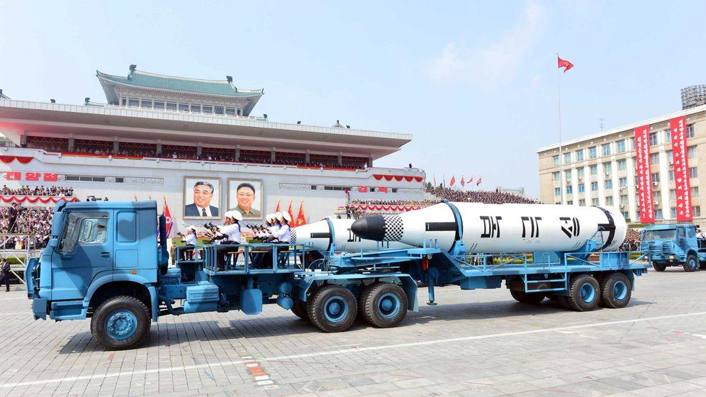 Foto: Misiles KN-11 (Pukgukson-1) exhibidos durante el desfile del sábado en la plaza Kim Il Sung de Pyongyang. (Reuters)