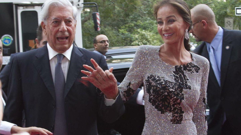 Isabel Presley y Mario Vargas Llosa hicieron oficial su noviazgo en la fiesta en Porcelanosa de Nueva York (Gtres)