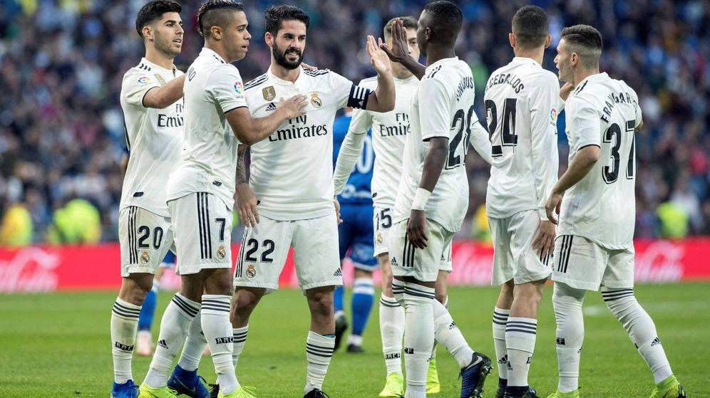 Foto: Los jugadores del Real Madrid celebran un tanto ante el Melilla. (EFE)