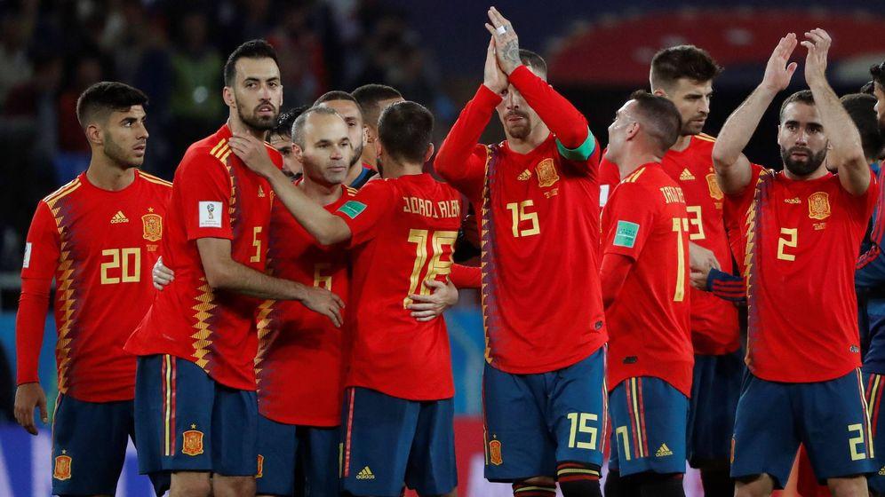 Foto: Tras el empate ante Marruecos y el empate entre Irán y Portugal, España es primera de grupo y jugará contra Rusia en octavos. (EFE)