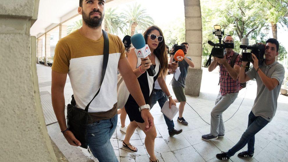 La novia del guardia civil de La Manada, sobre el pasaporte: Me agobié y pedí cita