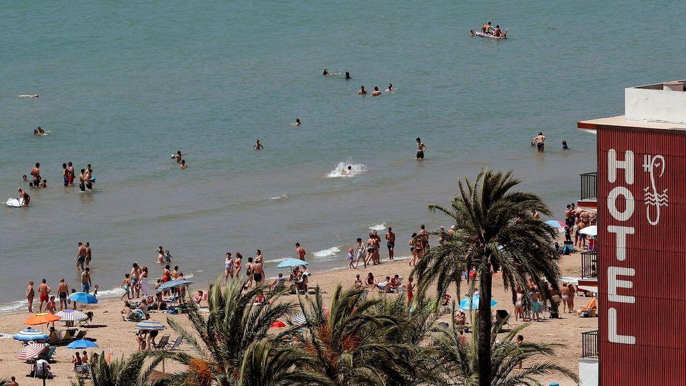 Foto: Vista general de una de las playas de Cullera a principios de este mes. (EFE)