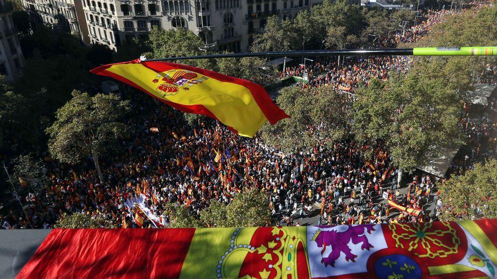 Foto: Miles de personas se concentran en el Paseo de Gracia de Barcelona el pasado 29 de octubre. (EFE)