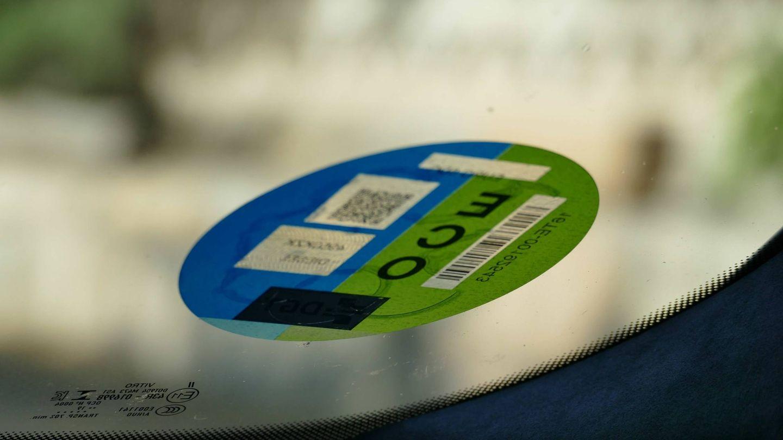 Las etiquetas de la DGT deberán adaptarse a la nueva normativa medioambiental (EFE)