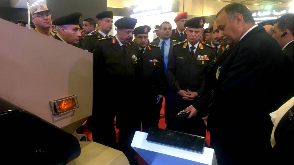 Foto: Mohamed Hegazy, jefe del Estado Mayor del Ejército egipcio durante su visita a la feria EDEXI. (N. Tesón)
