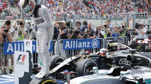 'Pole' de Hamilton y Sainz se coló entre los mejores; Alonso saldrá último