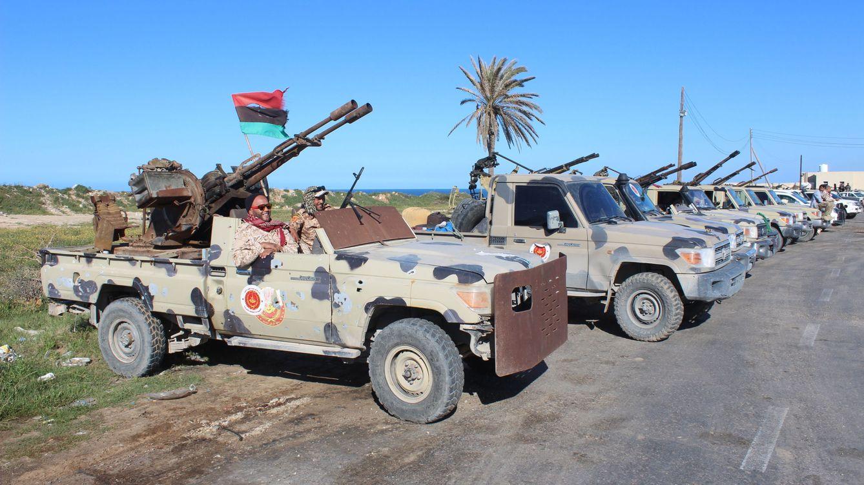 Foto: Milicias de Misrata tras su llegada a Trípoli, en la capital de Libia. (EFE)