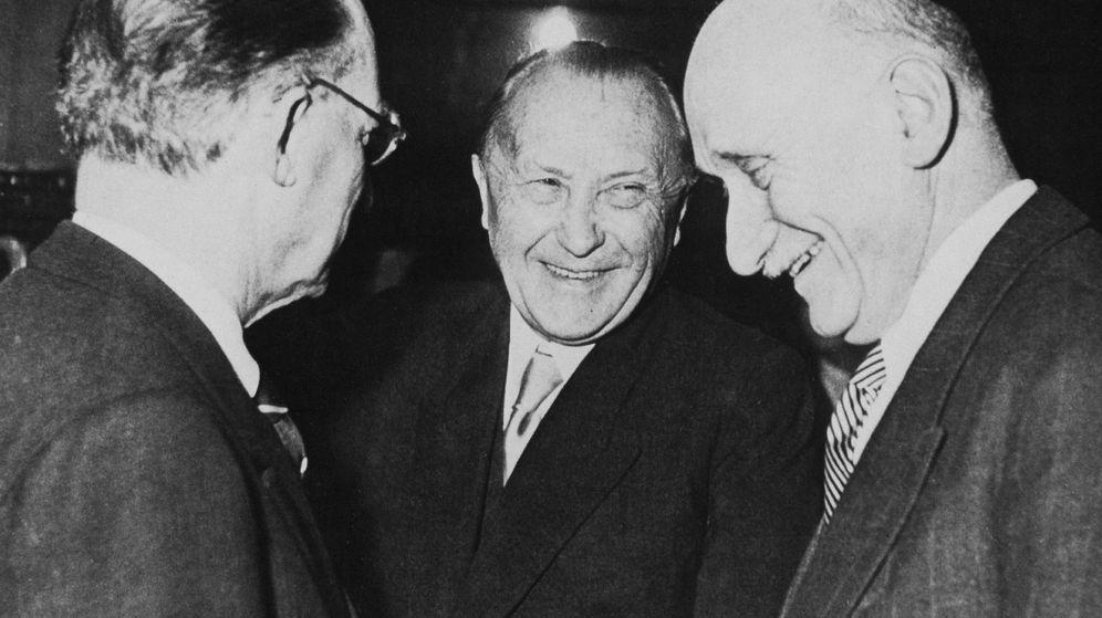 Foto: Alcide de Gasperi, Robert Schuman y Konrad Adenauer en 1951. (Parlamento Europeo)