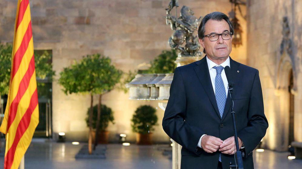 Foto: Artur Mas, durante una declaración institucional tras firmar el decreto de disolución del Parlamento de Catalunya. (EFE)