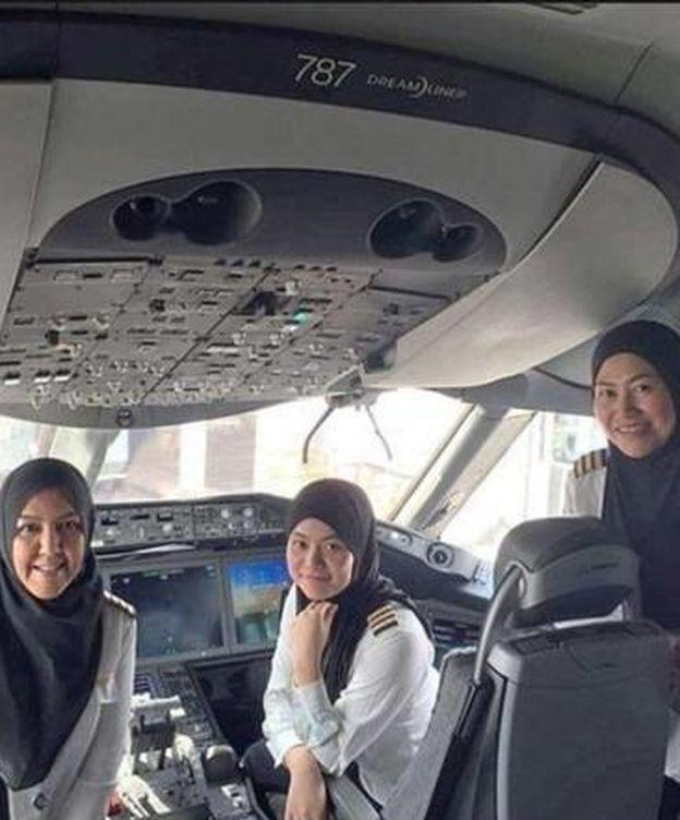 Foto: Tres mujeres vuelan en Arabia Saudí, país en donde está prohibido conducir vehículos (Instagram)