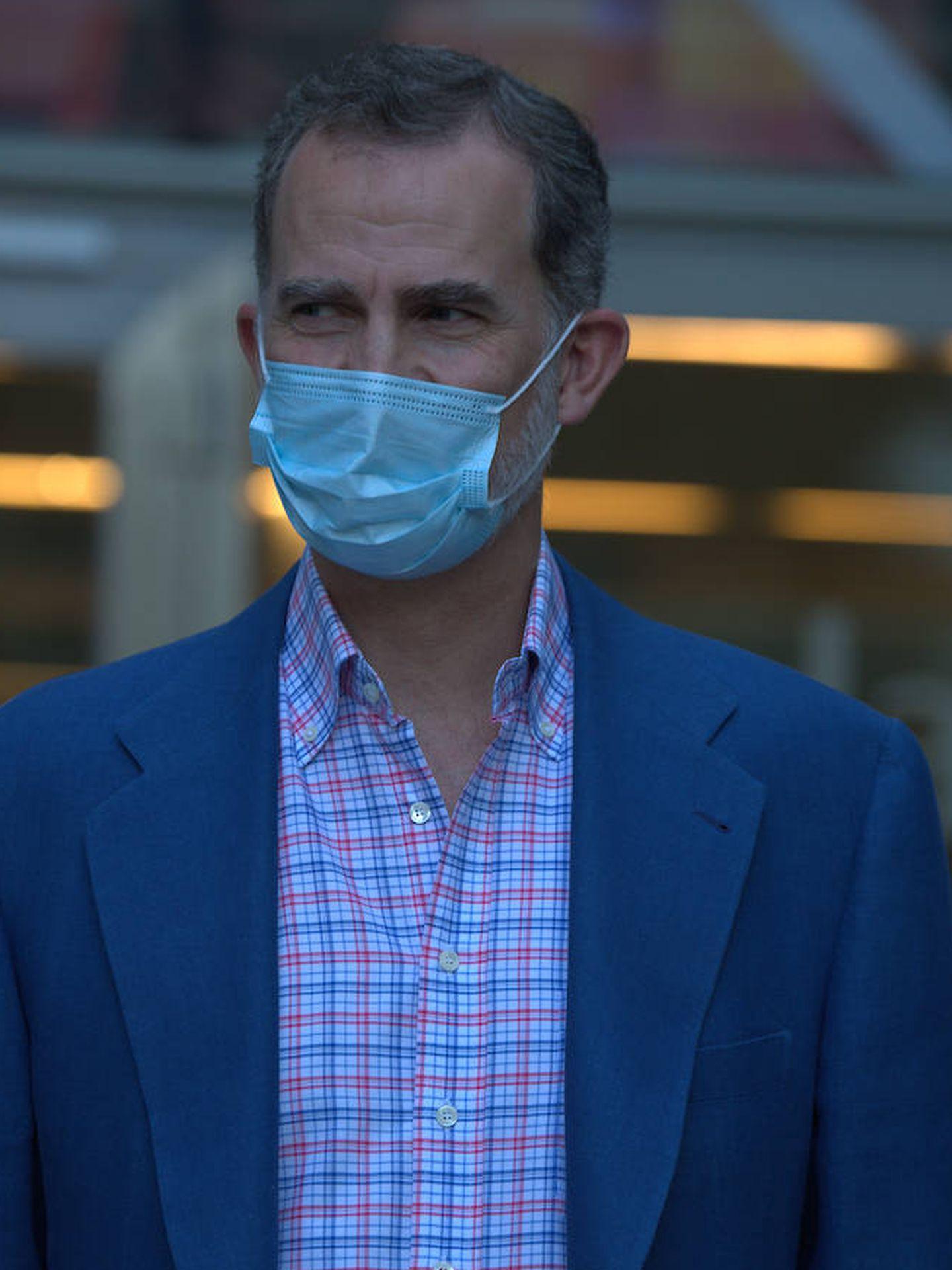 El rey Felipe VI, con chaqueta azul y camisa de cuadros. (Limited Pictures)