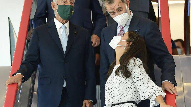 Un reencuentro esperado y una mirada que lo dice todo: la visita exprés de los Reyes a Portugal