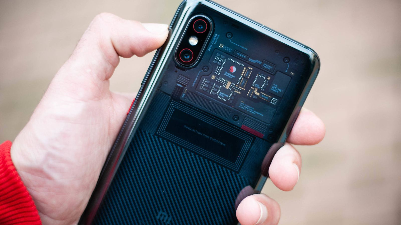 Foto: Imagen de la trasera del Xiaomi Mi 8 Pro (Foto: Carmen Castellón)
