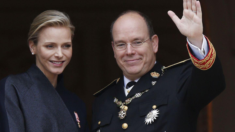 Alberto II, príncipe de Mónaco, con su mujer Charlene