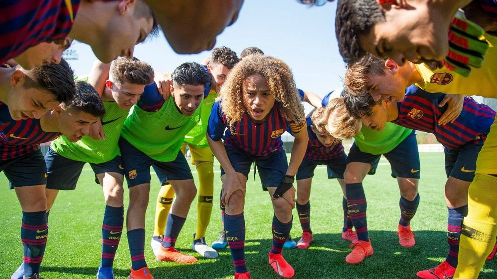 Nuevo golpe a la cantera del Barcelona: el PSG (y Mino Raiola) 'roba' a Xavi Simons