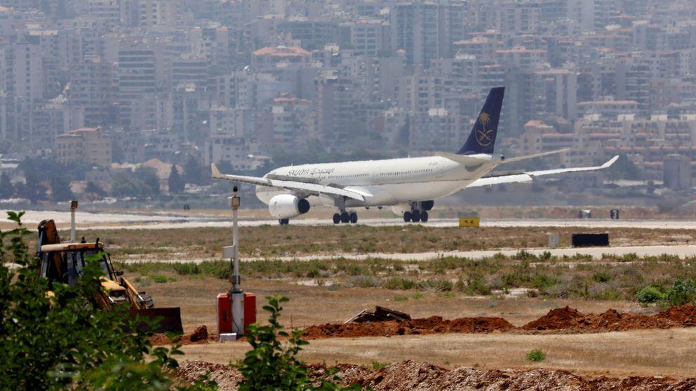 Un avión saudí, obligado a volver a la terminal tras olvidar una pasajera a su bebé