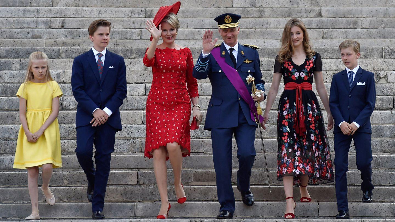 Los reyes belgas y sus cuatro hijos. (Reuters)