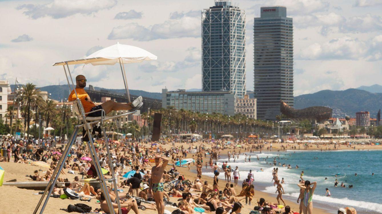 Barcelona impide temporalmente el acceso a dos playas tras saturarse de bañistas