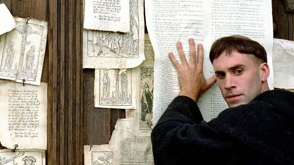 Foto: Joseph Fiennes encarna al cerebro de la Reforma en 'Lutero' (2003)