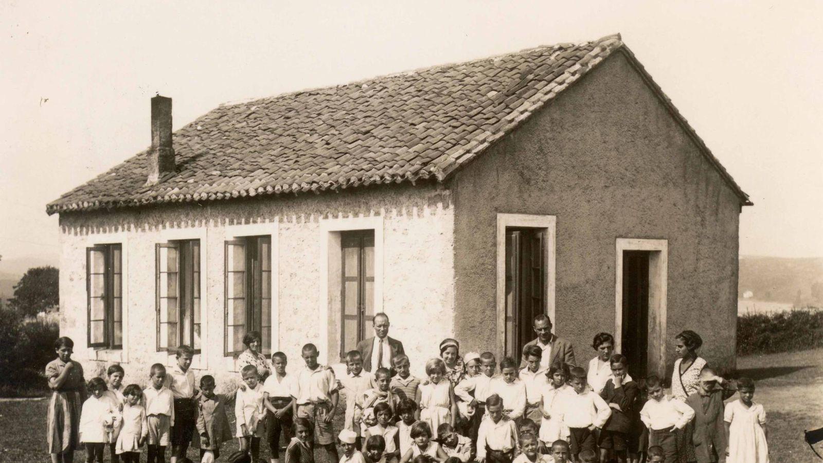 Foto: Foto de familia de los niños que viajaron a San Vicente de la Barquera en 1936. (ILE)