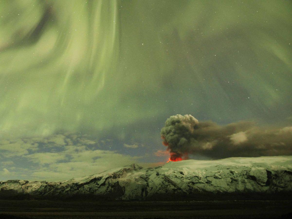 Foto: Una imagen del volcán Eyjafjallajokull, en Islandia, al atardecer. (Reuters)