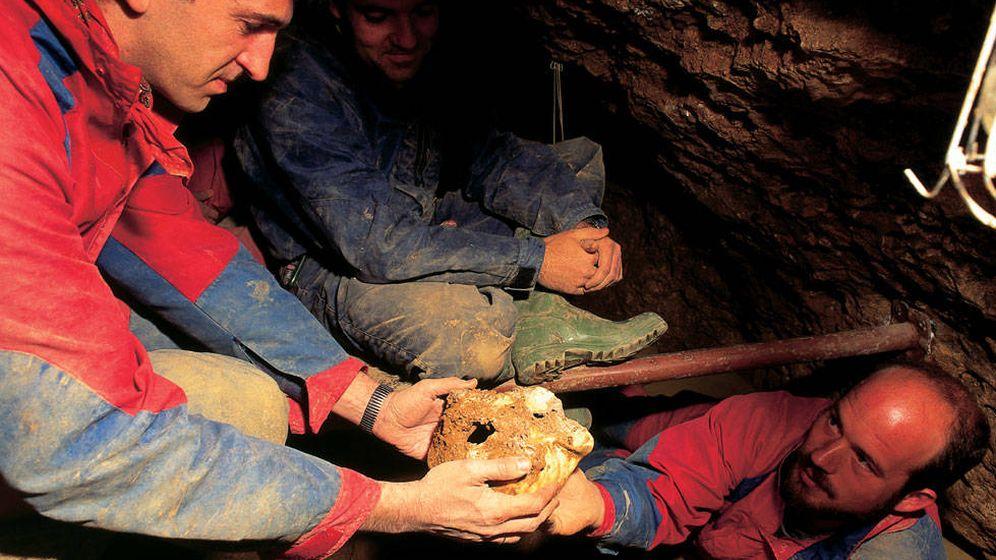 Foto: Juan Luis Arsuaga e Ignacio Martínez, durante el descubrimiento de Atapuerca en 1992