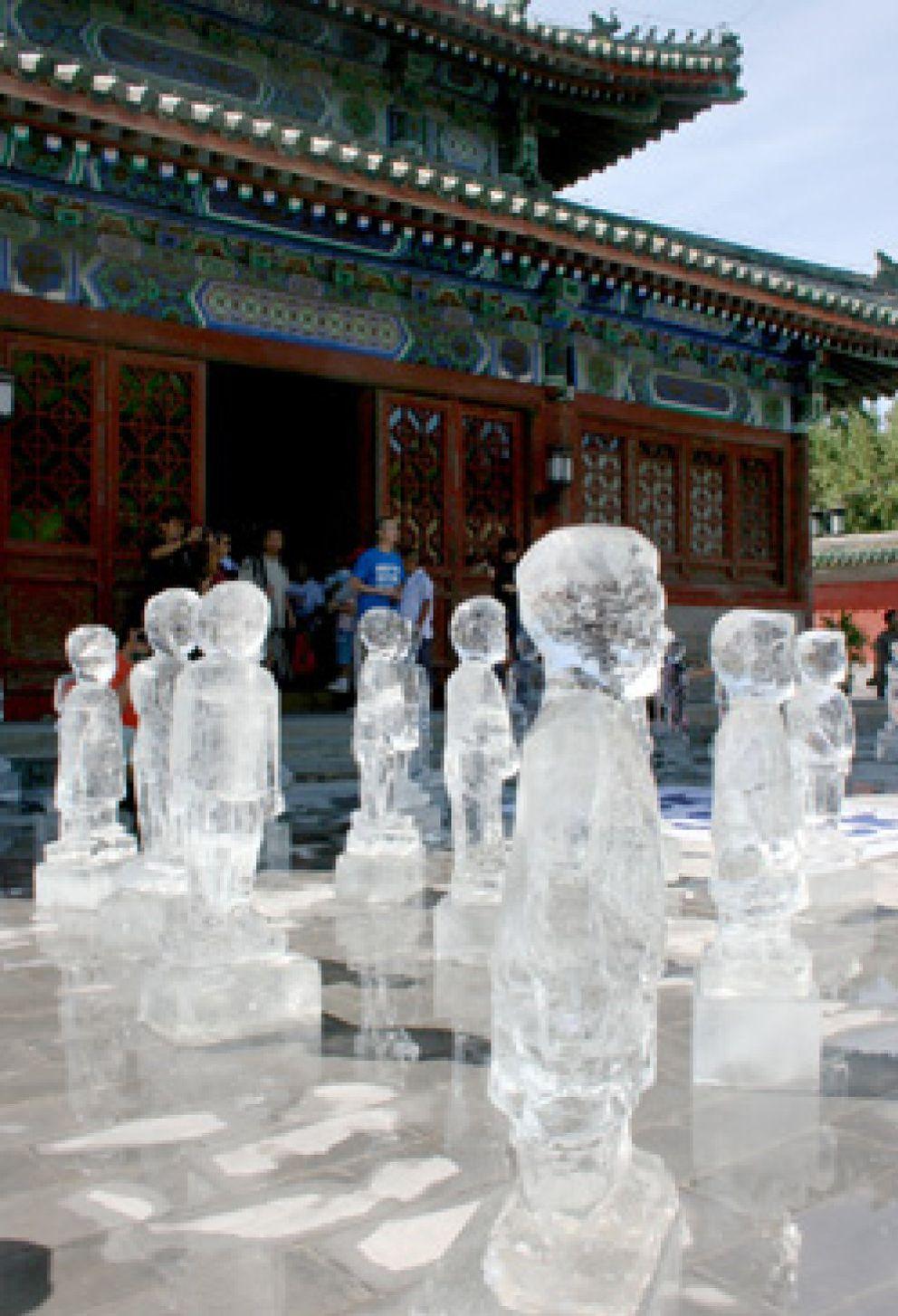 Foto: Greenpeace derrite cien esculturas de hielo para alertar del calentamiento del Himalaya