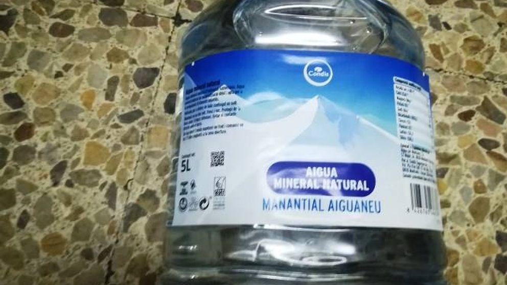 Condis retira garrafas de 5 litros de agua Manantial Aiguaneu por una investigación de Mossos