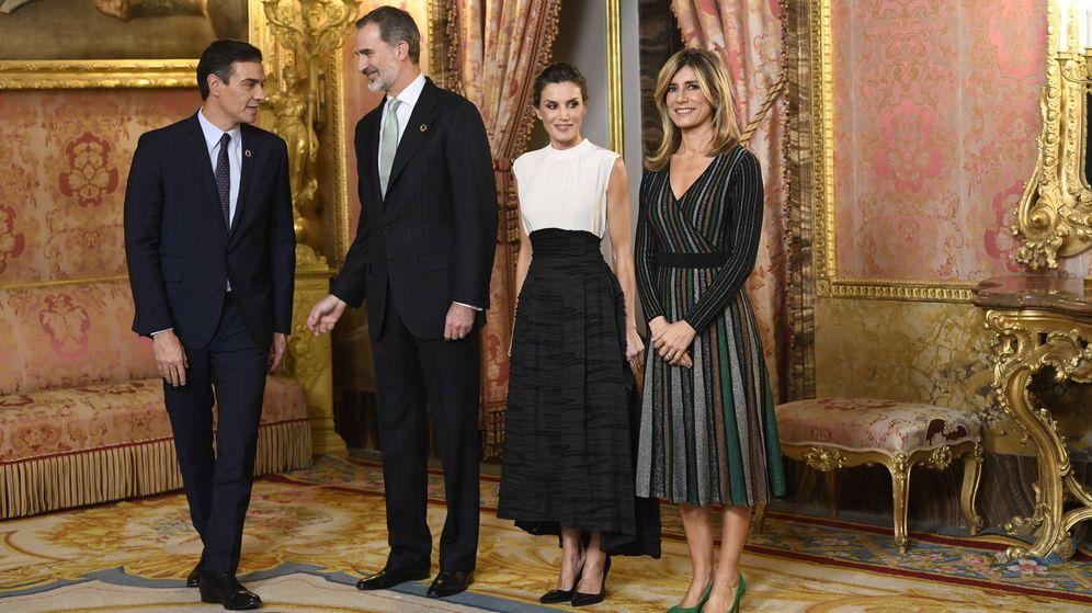 Foto: Begoña Gómez posa junto a los Reyes y su marido. (Limited Pictures)