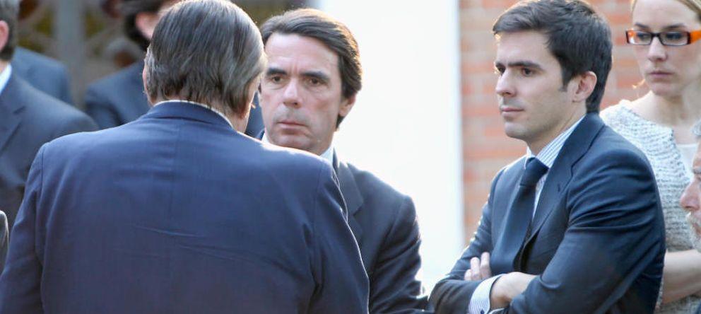 Foto: José María Aznar Botella, junto a su padre, el expresidente del Gobierno (Efe).