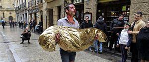 Omar Jerez pasea un cadáver de ETA por las herriko tabernas de San Sebastián