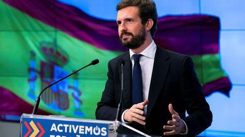 Casado agita la bandera autonómica ante el abandono de Sánchez