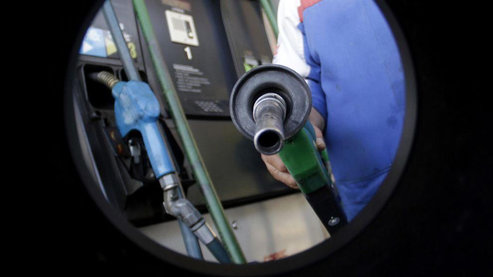 ¿Por qué no bajan los servicios aunque el petróleo se desplome?