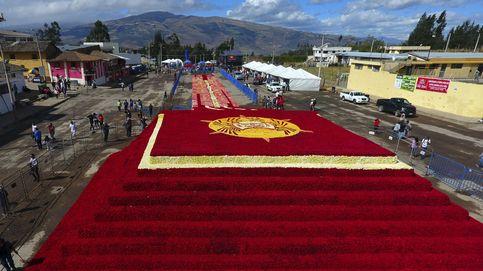 Ecuador bate el récord de la pirámide floral más grande del mundo