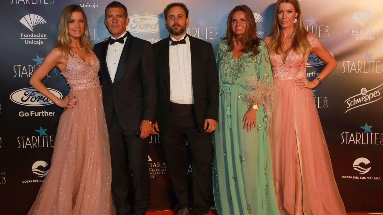 Nicole Kimpel, Antonio Banderas, Ignacio Maluquer, Sandra García-Sanjuán y Bárbara Kimpel.(Starlite)