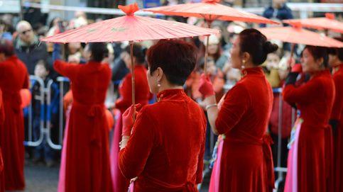 Sin mascarillas ni temor al 'virus de Wuhan' en el desfile del Año Nuevo chino en Usera
