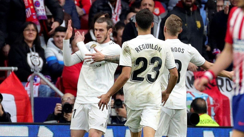 Bale hace un corte de mangas en el Wanda Metropolitano. (Efe)