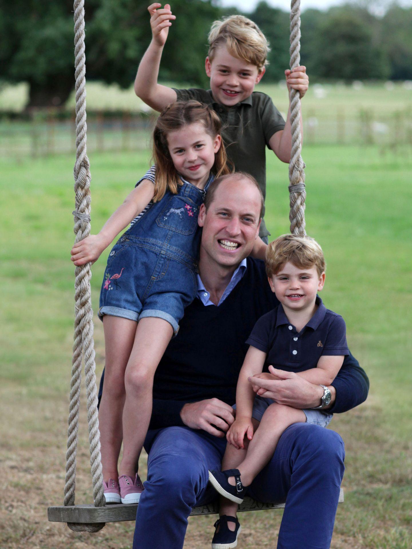 El duque de Cambridge y sus hijos. (Reuters)