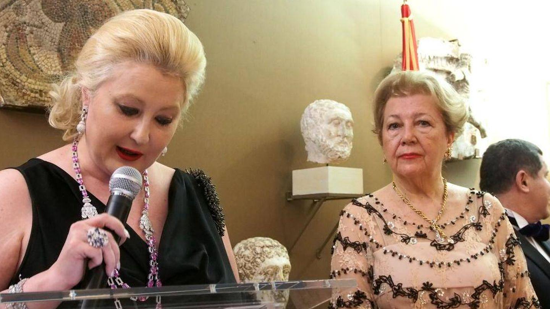 Asistentes a la velada de Mayte Spínola. (Paula Fuster y Rosa Gallego)