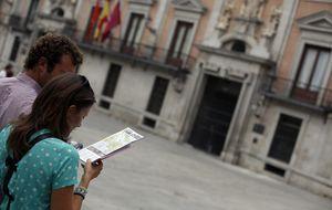 Los turistas españoles pasan cada vez menos días de viaje