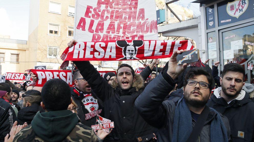 Querella criminal contra 17 aficionados del Rayo que insultaron a Zozulya