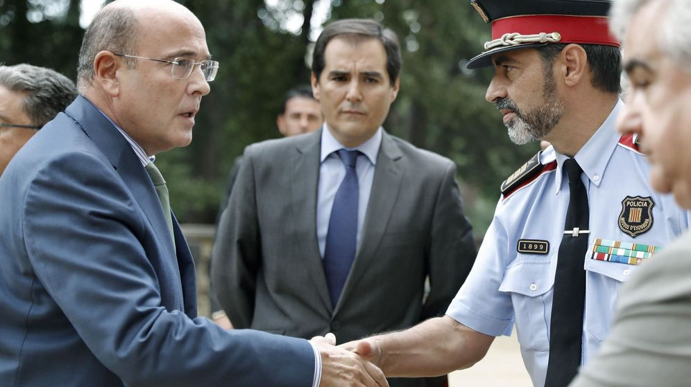 Foto: El coronel  Diego Pérez de los Cobos con Trapero. (EFE)