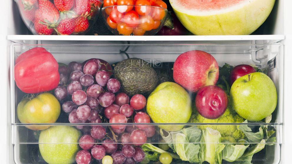 Las dos frutas que deben conservarse siempre en la nevera (y otros errores)