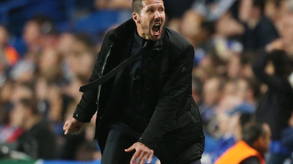 Foto: En la imagen, Simeone en Stamford Bridge durante un Chelsea-Atlético de Madrid de Champions League (Reuters)