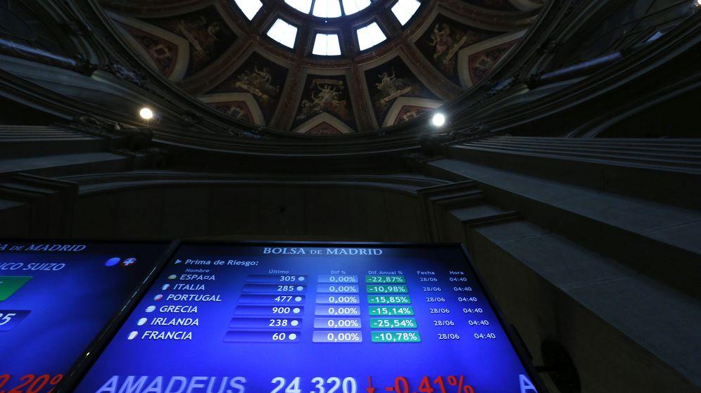 Foto: Monitor en la bolsa de Madrid que muestra, entre otras, la prima de riesgo de España. (EFE)