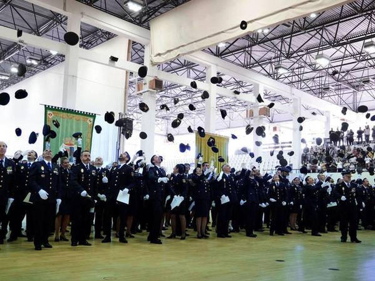 Foto: Policías, en el acto de jura en la Escuela de Ávila. (EFE)
